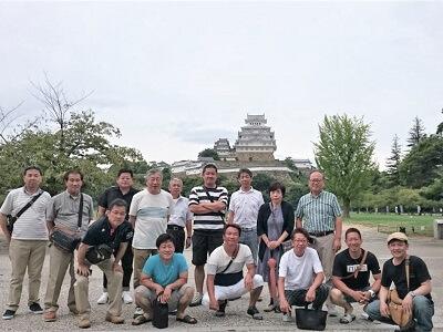姫路城を背景にしての集合写真です