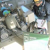 給水ポンプユニット点検中の写真です