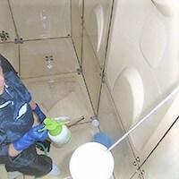 貯水槽清掃中の写真です